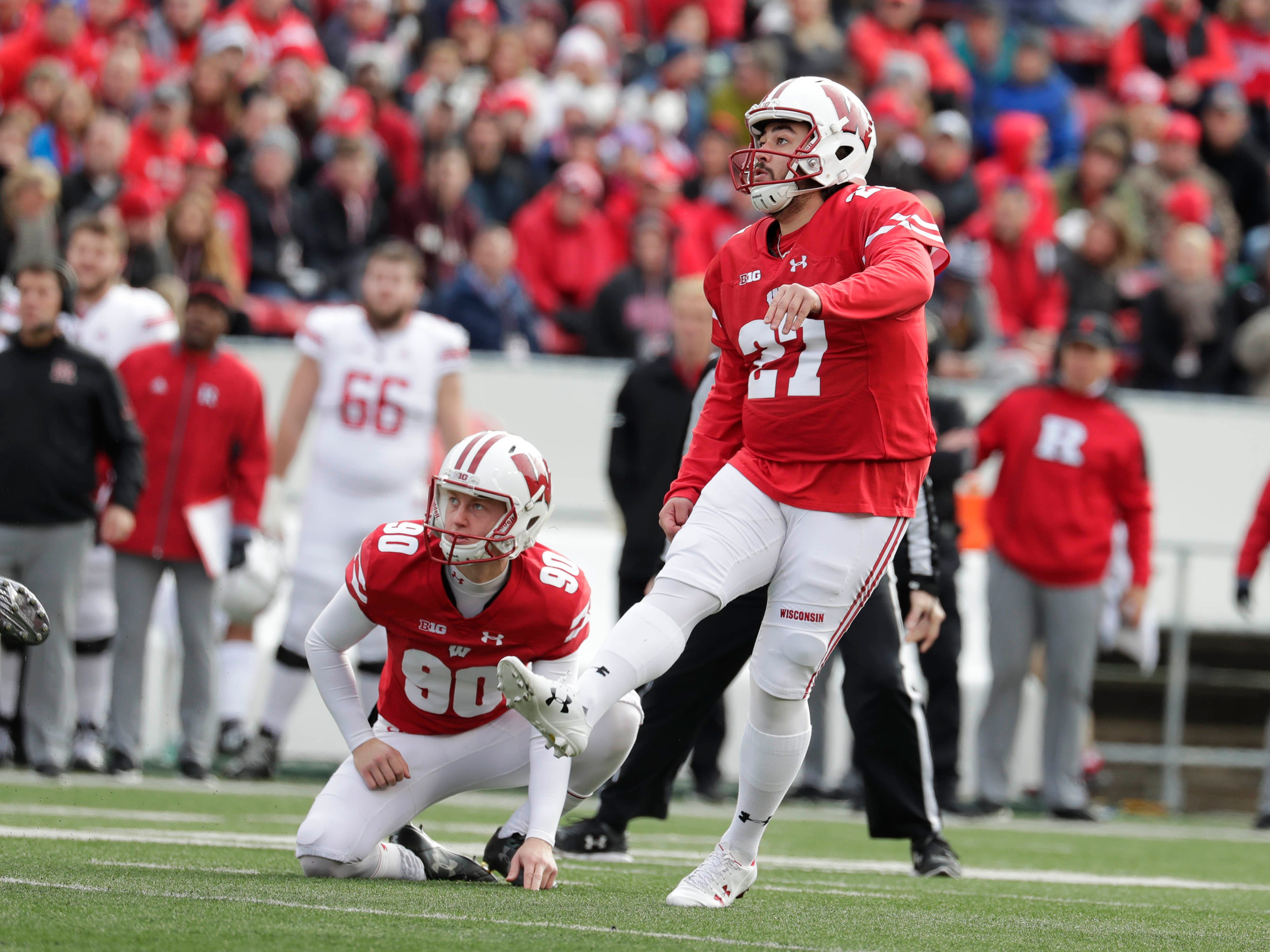 Wisconsin place kicker Rafael Gaglianone boots a 32-yard field goal to give the Badgers a 10-0 lead over Rutgers early in the second quarter on Saturday.
