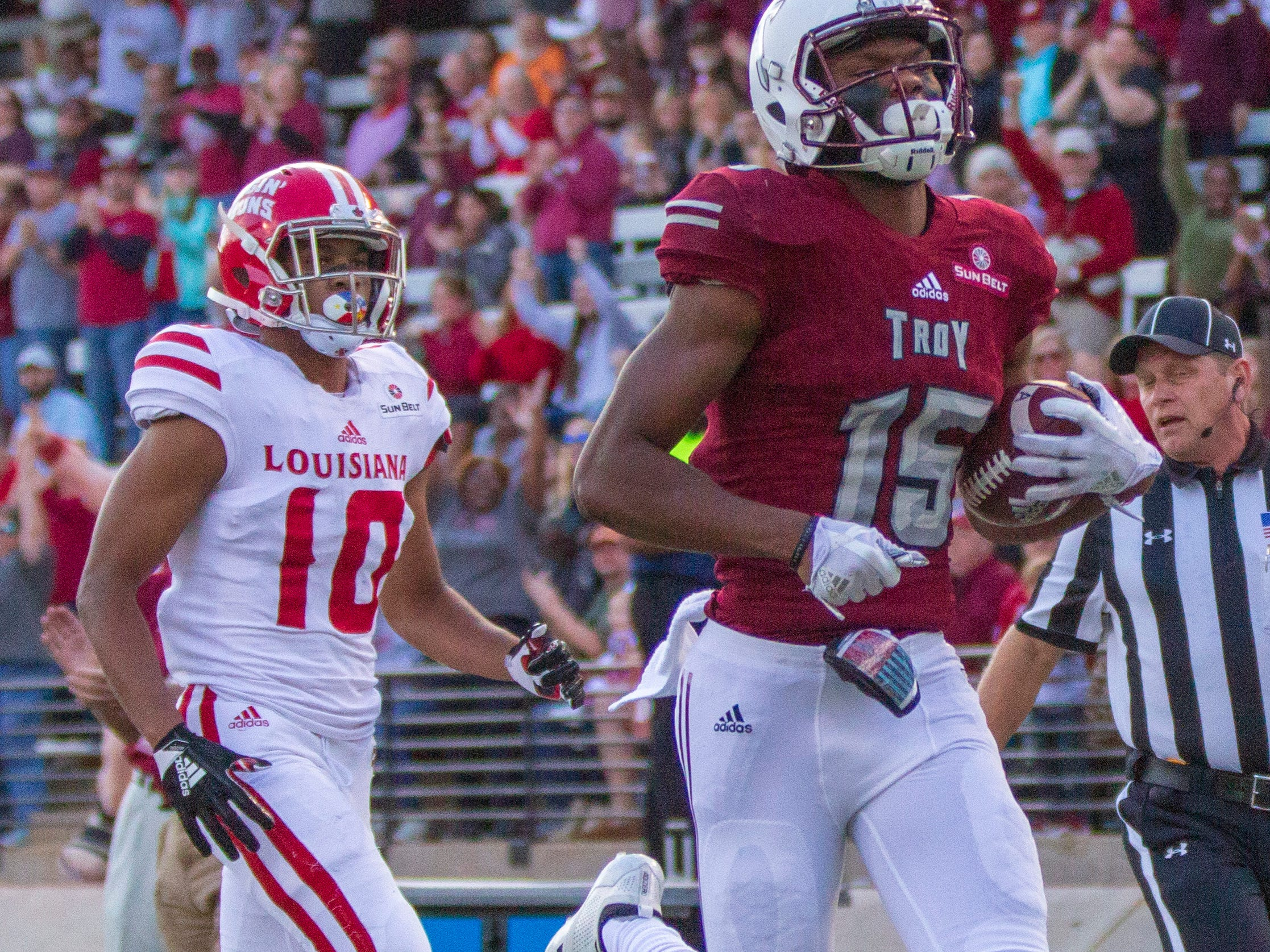 Troy's Damion Willis runs the ball in for the team's first touchdown of the game.
