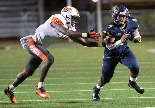 Elan Sommala of Naples has stepped in for injured Chez Mellusi, and the Golden Eagles have not missed a beat heading into Friday's Class 6A regional semifinal against Fort Myers.