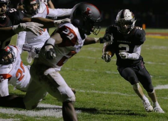 Fond du Lac's Eben Sauer runs to the outside for a touchdown during Friday night's quarterfinal victory at Fruth Field in Fond du Lac.