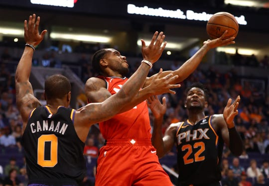 Raptors forward Kawhi Leonard drives to the basket during the first quarter of a game against the Suns at Talking Stick Resort Arena.