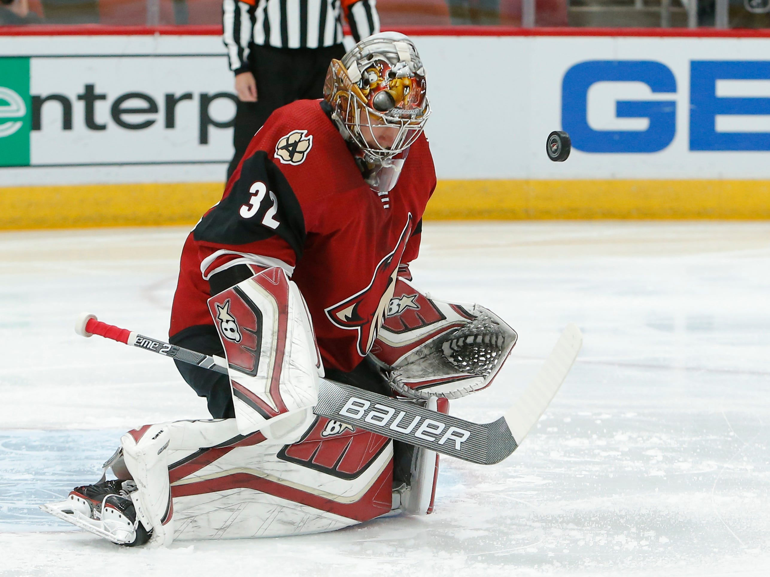 Arizona Coyotes goaltender Antti Raanta (32) in the first period during an NHL hockey game against the Carolina Hurricanes, Friday, Nov. 2, 2018, in Glendale, Ariz. (AP Photo/Rick Scuteri)