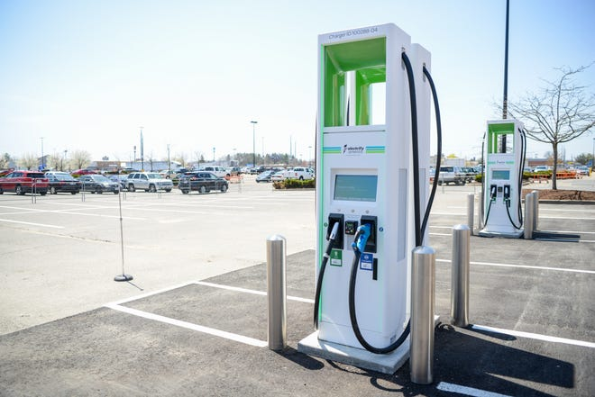 Electrify America and the Ohio Turnpike and Infrastructure Commission announced plans to install the Ohio Turnpike's first electric vehicle charging stations.