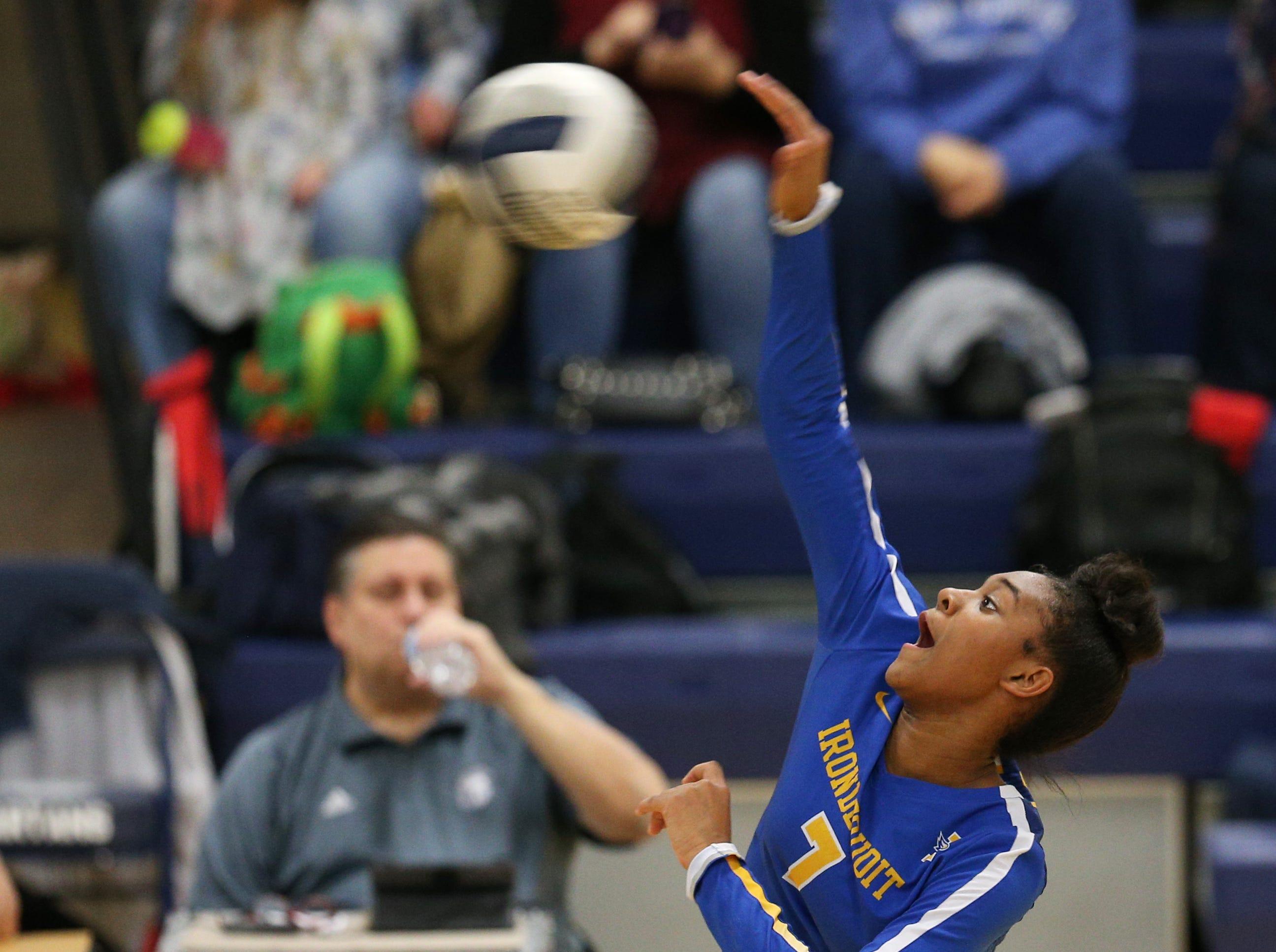 Irondequoit #7  Jashawna Luke at the Section V volleyball championship against Pittsford Sutherland.