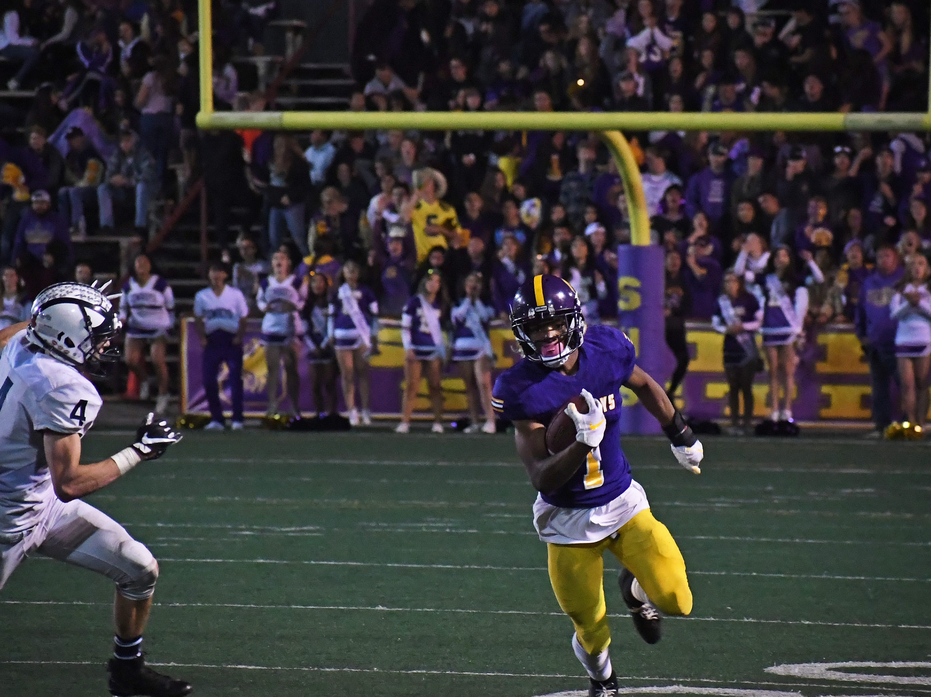 Salinas wide receiver Poe Gaskins Jr. (1) takes a catch to the outside.