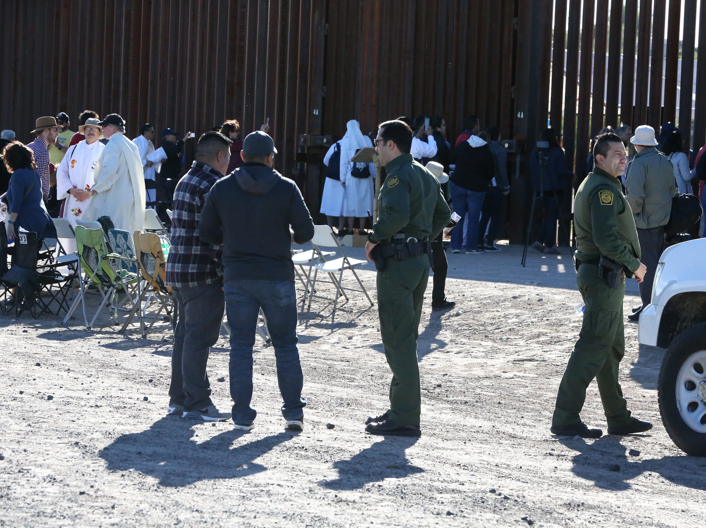 U.S. Border Patrol agents talk with Border Mass participants Saturday.
