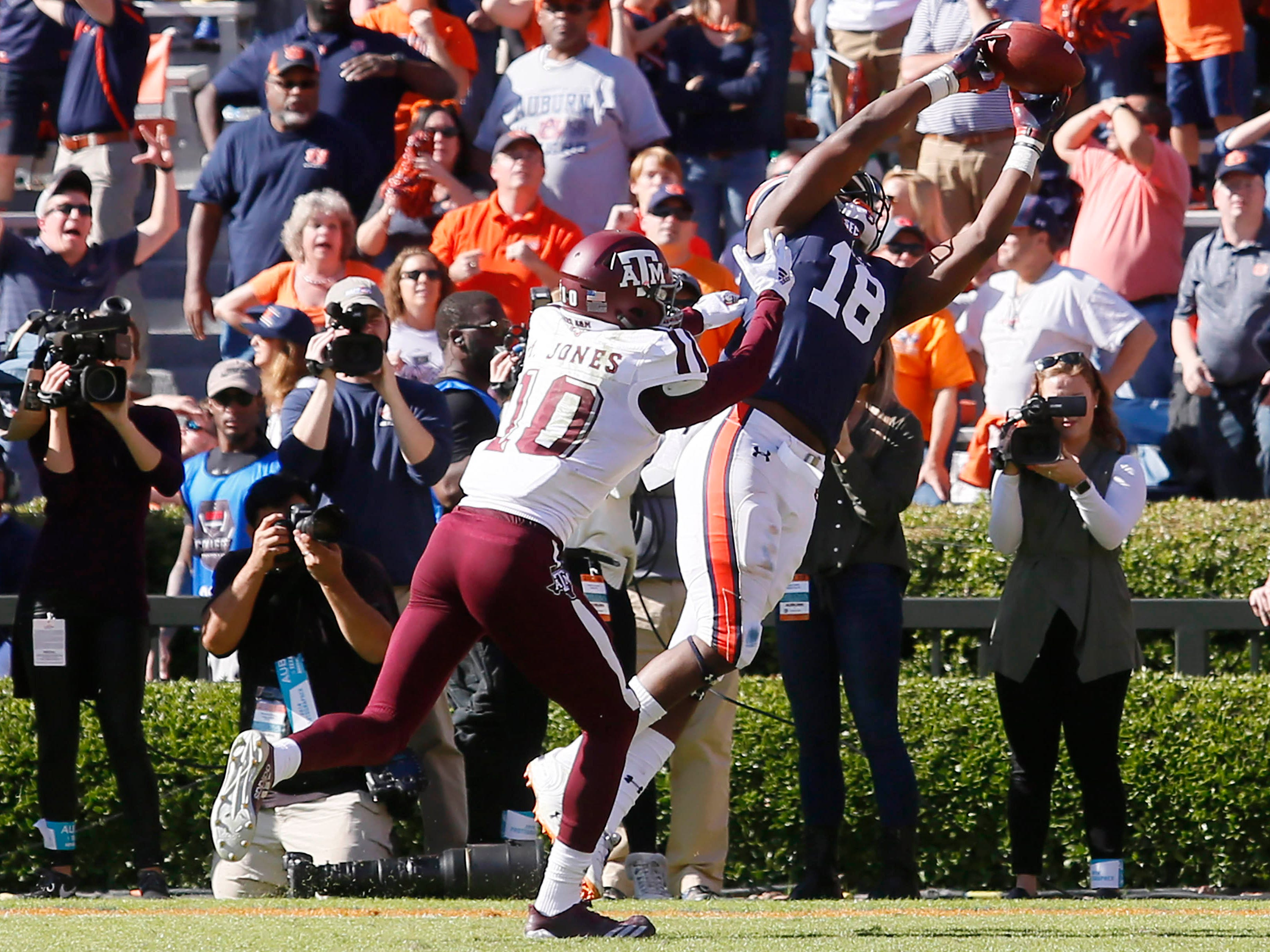Auburn Tigers receiver Seth Williams (18) scores the go-ahead touchdown against Texas A&M during the fourth quarter at Jordan-Hare Stadium.