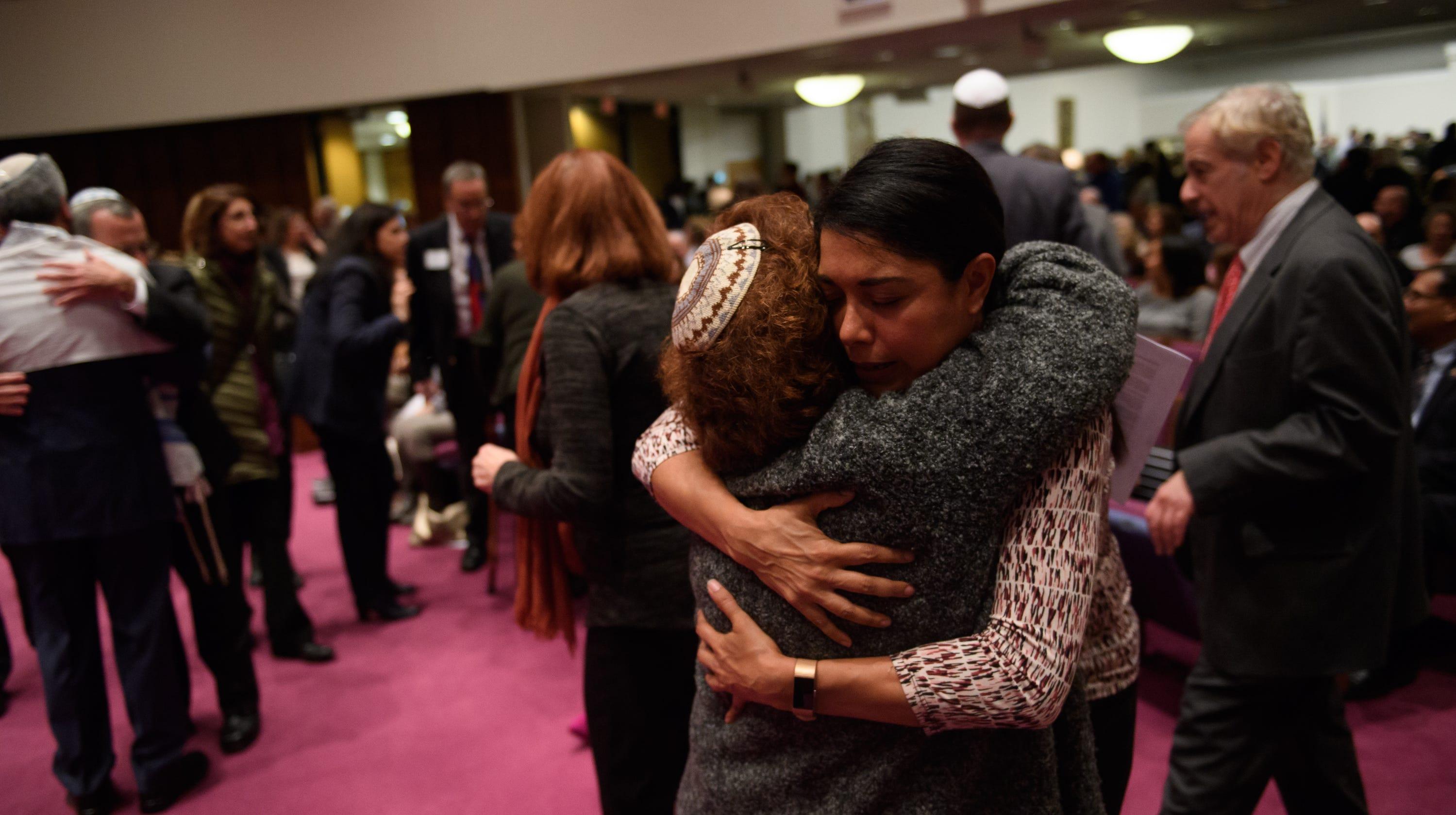 Pittsburgh synagogue shooting: Shabat service, vigils for