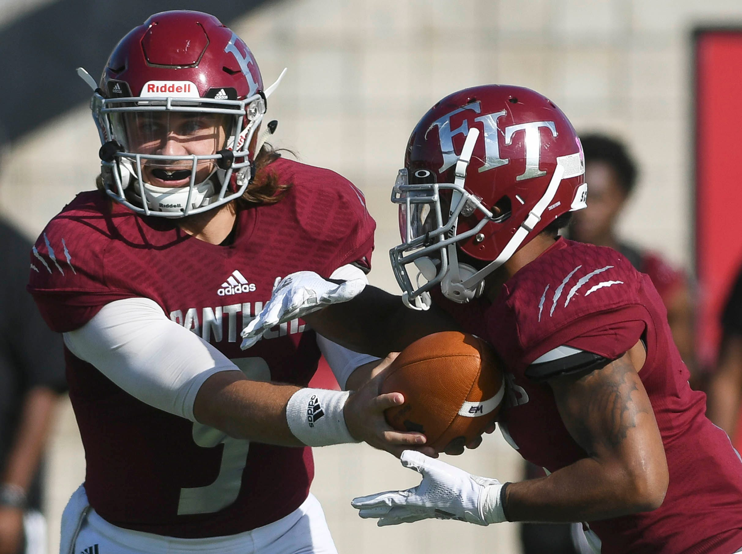 Florida Tech QB Trent Chmelik hands off to Antwuan Haynes during Saturday's game.