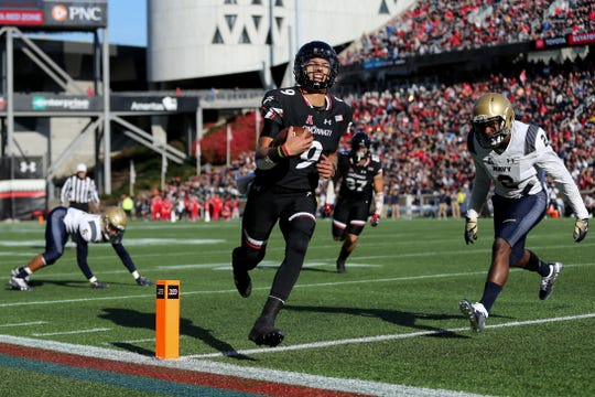 Cincinnati Bearcats quarterback Desmond Ridder (9) scores a touchdown in the second quarter during a college football game between the Navy Midshipmen and the Cincinnati Bearcats, Saturday, Nov. 3, 2018, at Nippert Stadium in Cincinnati.