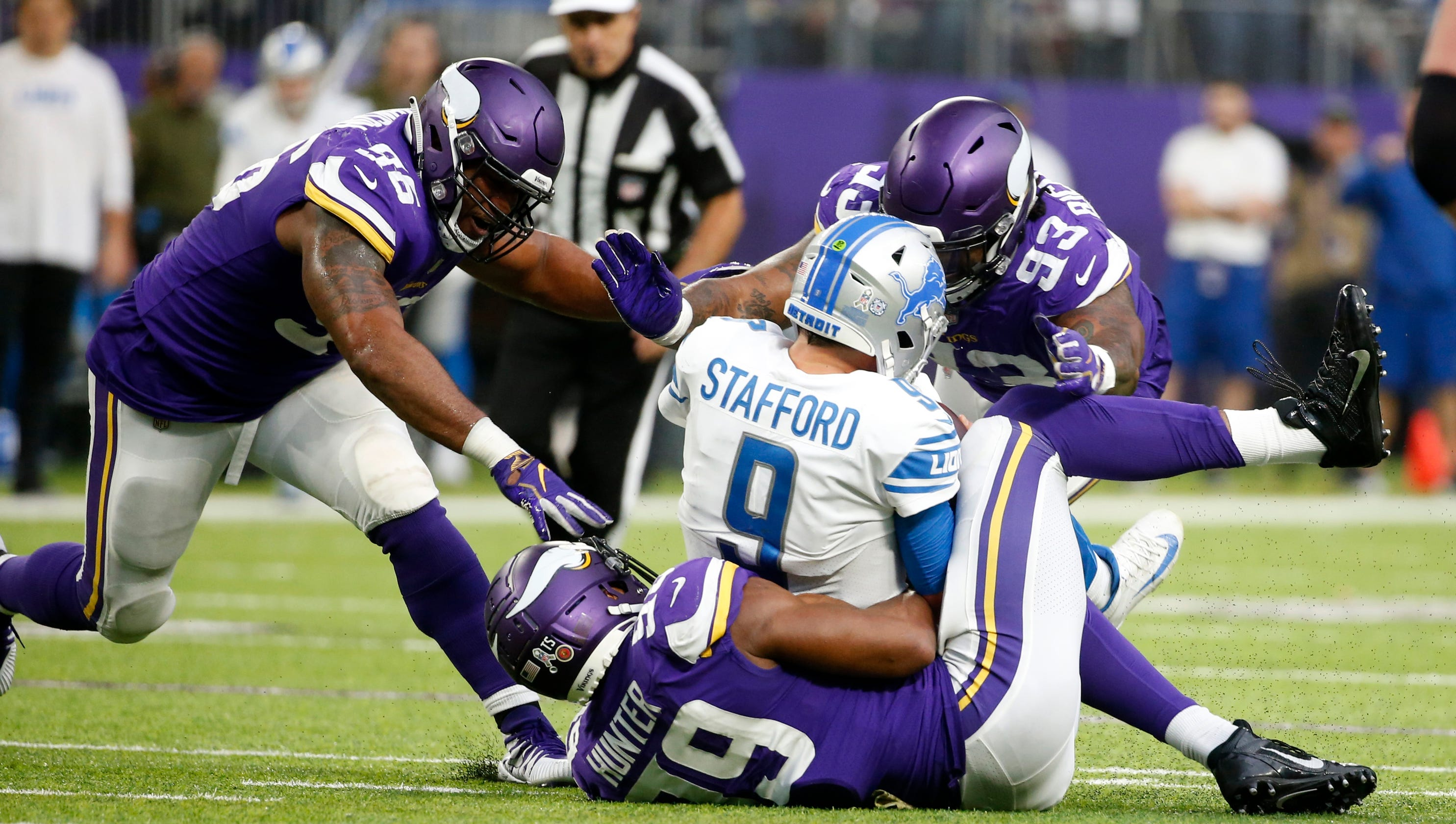 How are Detroit Lions trying to protect Matthew Stafford  Dink and dunk d655425e3