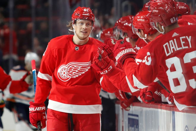 Detroit Red Wings left wing Jacob de la Rose celebrates with teammates after scoring a goal during the first period against the Edmonton Oilers at Little Caesars Arena, Nov. 3, 2018.