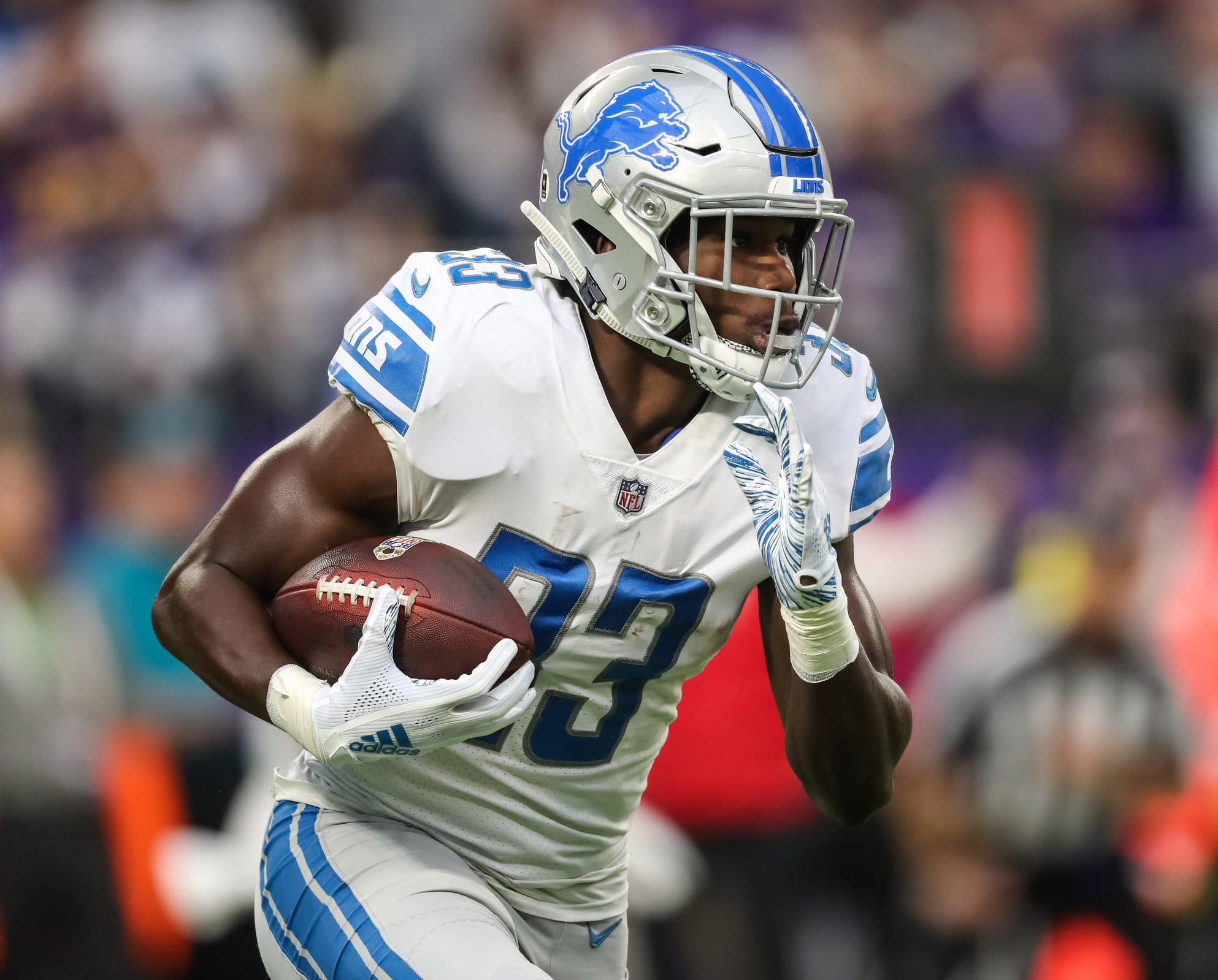 Kerryon Johnson carries the ball during the first quarter Sunday.