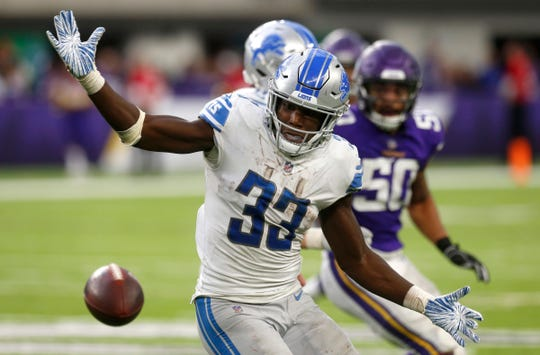 Kerryon Johnson fumbles a pitch from quarterback Matthew Stafford during the second half of the Lions' 24-9 loss Sunday, Nov. 4, 2018, in Minneapolis. Vikings defensive end Danielle Hunter returned the fumble 32 yards for a touchdown.