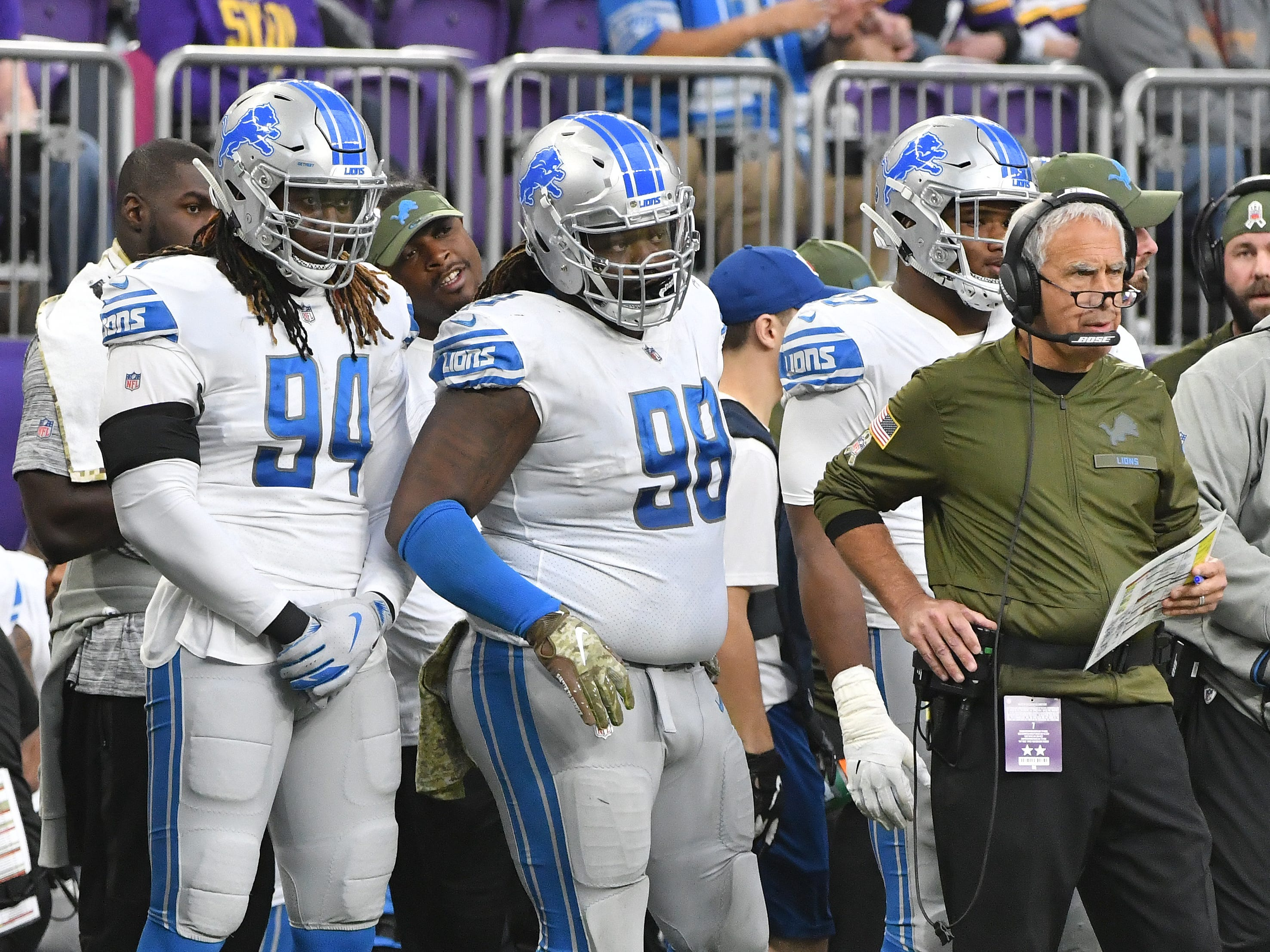 Lions' Ezekiel Ansah and Damon Harrison Sr. with defensive coordinator Paul Pasqualoni on the sidelines in the second quarter.