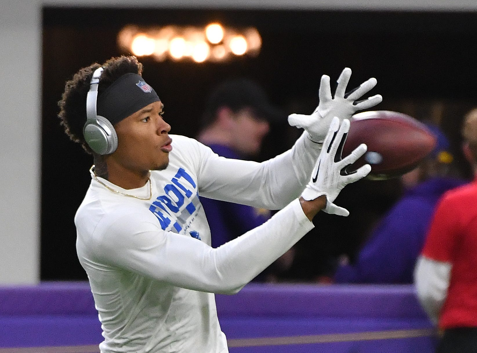 Lions wide receiver Marvin Jones Jr. readies his hands for a reception during warmups.