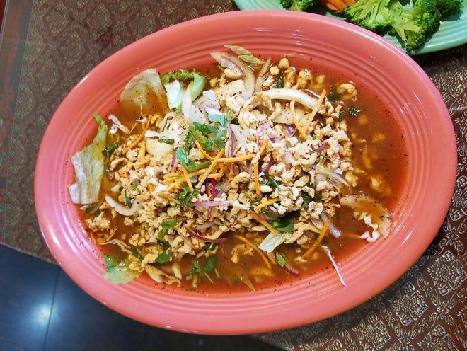 Pollo al vapor y verduras de Thai Papaya Cuisine en Tutor Lane.