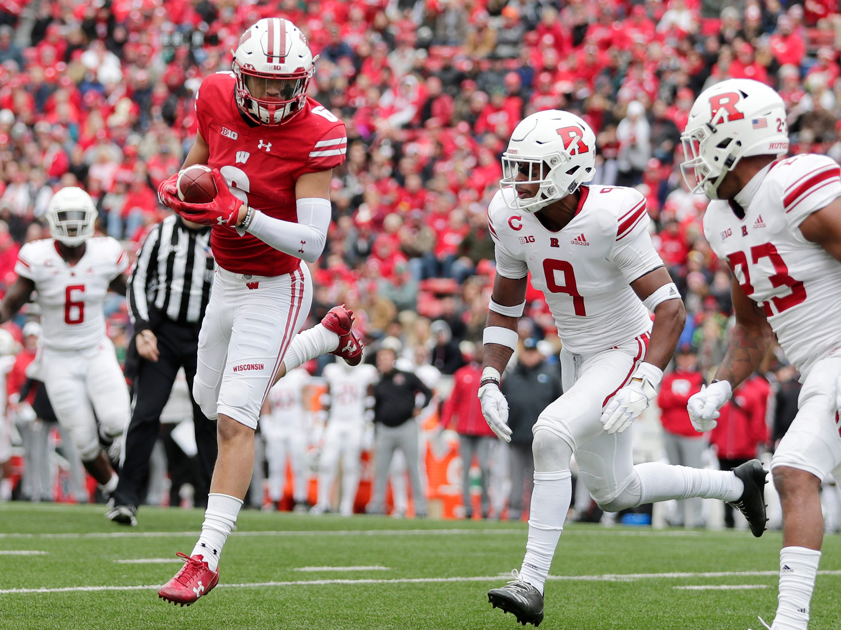 Wisconsin Badgers wide receiver Danny Davis III (6) catches a pass against the Rutgers Scarlet Knights in the fourth quarter of a Big Ten football game at Camp Randall Stadium on Saturday, November 3, 2018 in Madison, Wis.Adam Wesley/USA TODAY NETWORK-Wisconsin