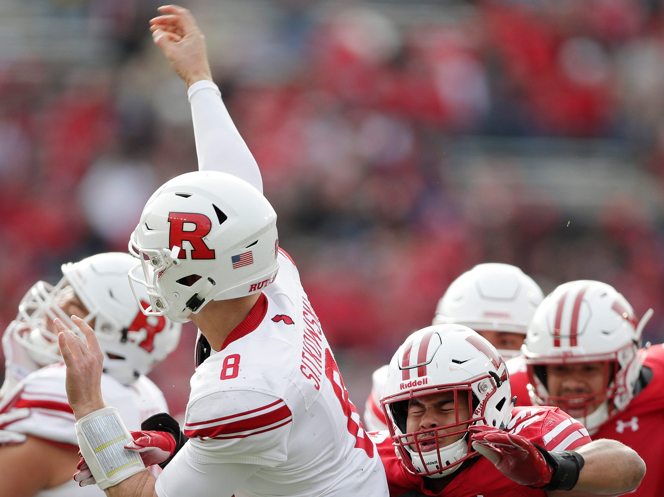 Wisconsin Badgers linebacker T.J. Edwards (53) pressues Rutgers Scarlet Knights quarterback Artur Sitkowski (8) in the second quarter of a Big Ten football game at Camp Randall Stadium on Saturday, November 3, 2018 in Madison, Wis.Adam Wesley/USA TODAY NETWORK-Wisconsin