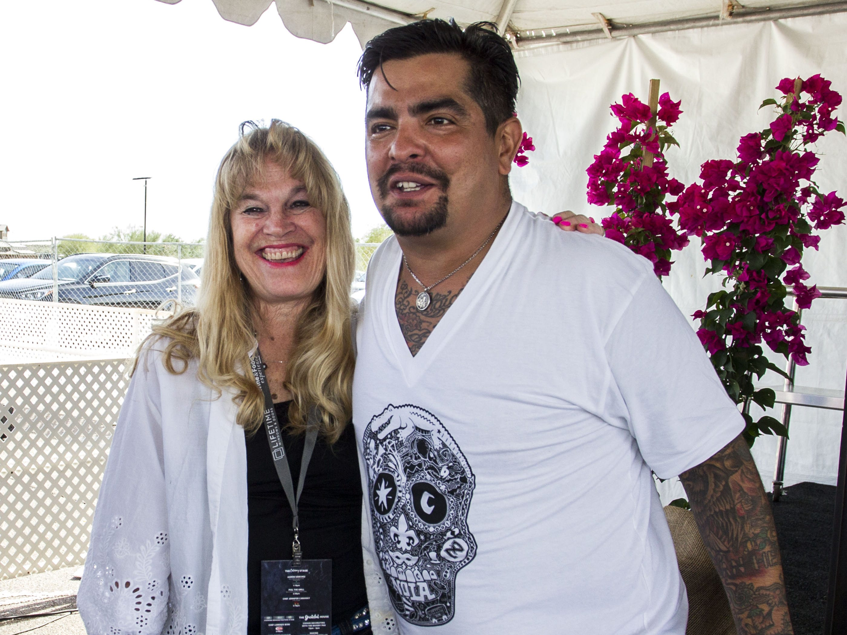 Chef Aarón Sánchez poses with a fan during the azcentral Wine & Food Experience at WestWorld of Scottsdale, Sunday, Nov. 4, 2018.