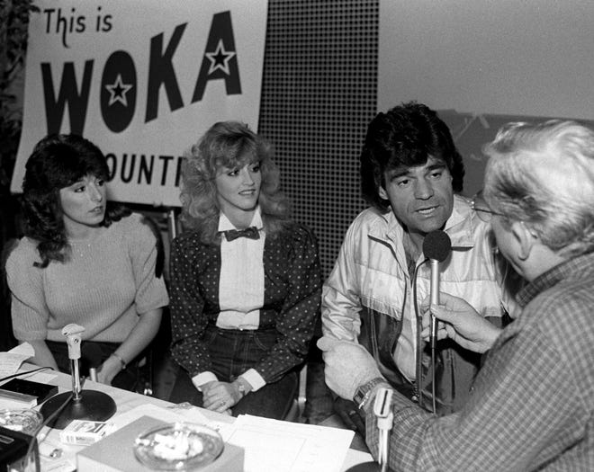 A disc jockey interviews Dave & Sugar on Oct. 11, 1983. Melissa Prewitt (from left), Jamie Kaye and Dave Rowland form the country group.
