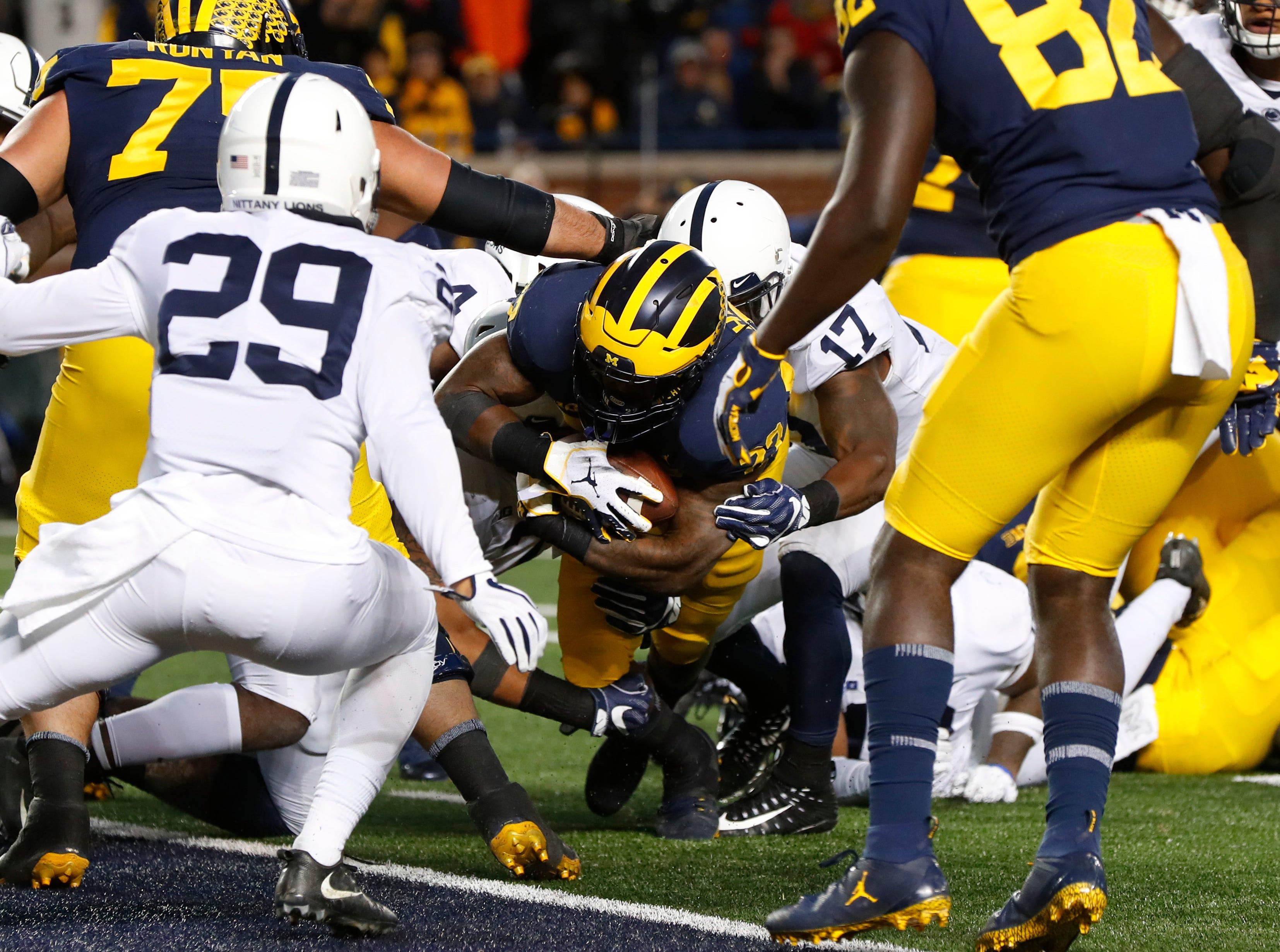 Michigan running back Karan Higdon (22)runs for a four-yard touchdown against Penn State in the second half of an NCAA college football game in Ann Arbor, Mich., Saturday, Nov. 3, 2018. (AP Photo/Paul Sancya)