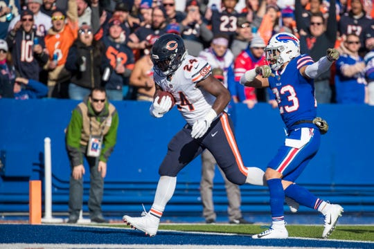 ORCHARD PARK, NY - NOVEMBER 04:  Jordan Howard #24 of the Chicago Bears runs past Micah Hyde #23 of the Buffalo Bills for a touchdown during the second quarter at New Era Field on November 4, 2018 in Orchard Park, New York.  (Photo by Brett Carlsen/Getty Images)