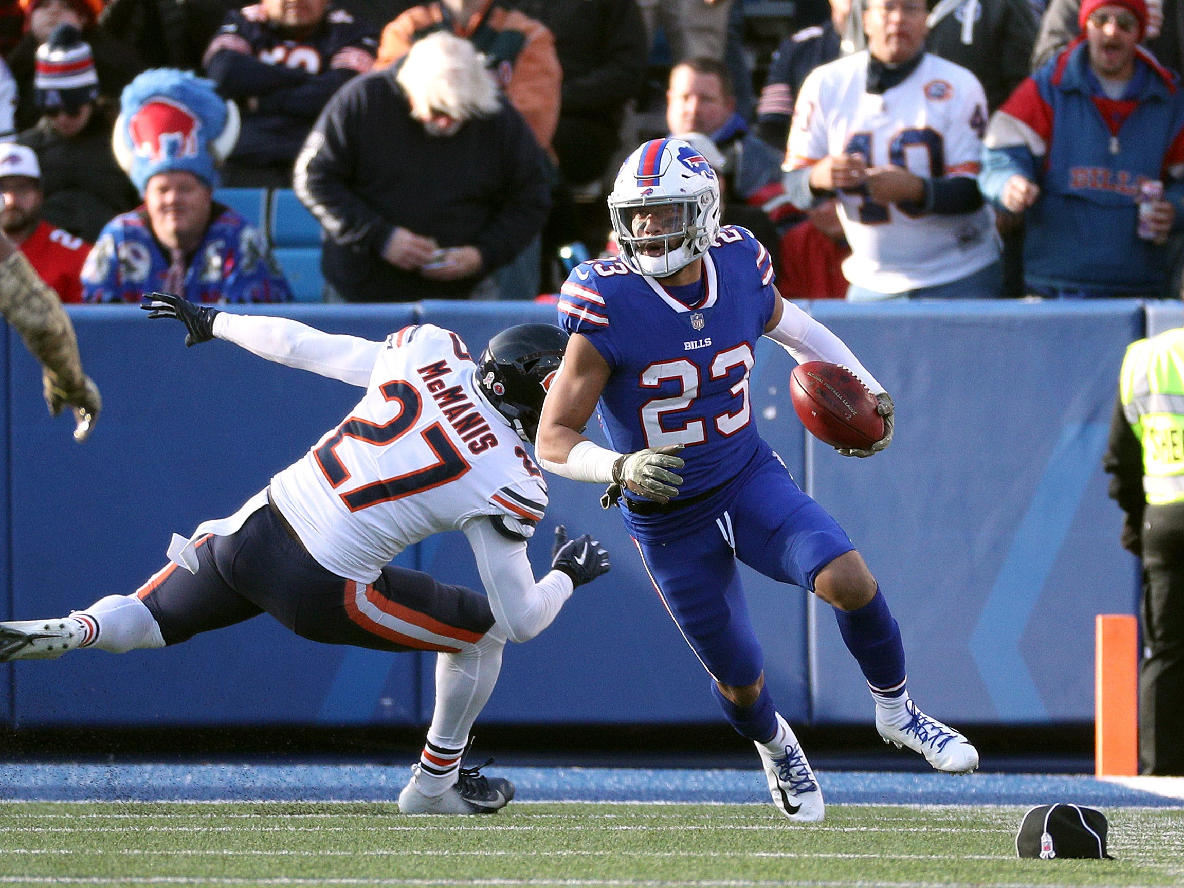 Bills Micah Hyde returns a punt against the Bears.