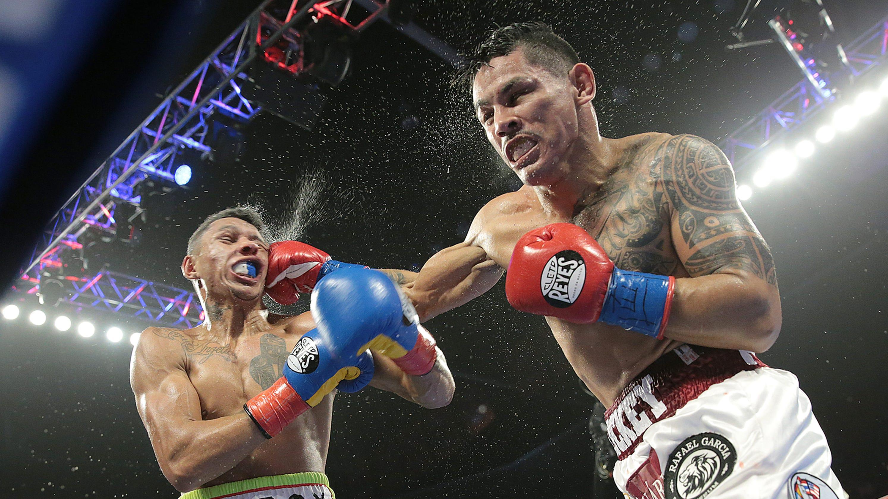 miguel berchelt defeats miguel roman in boxing championship fight