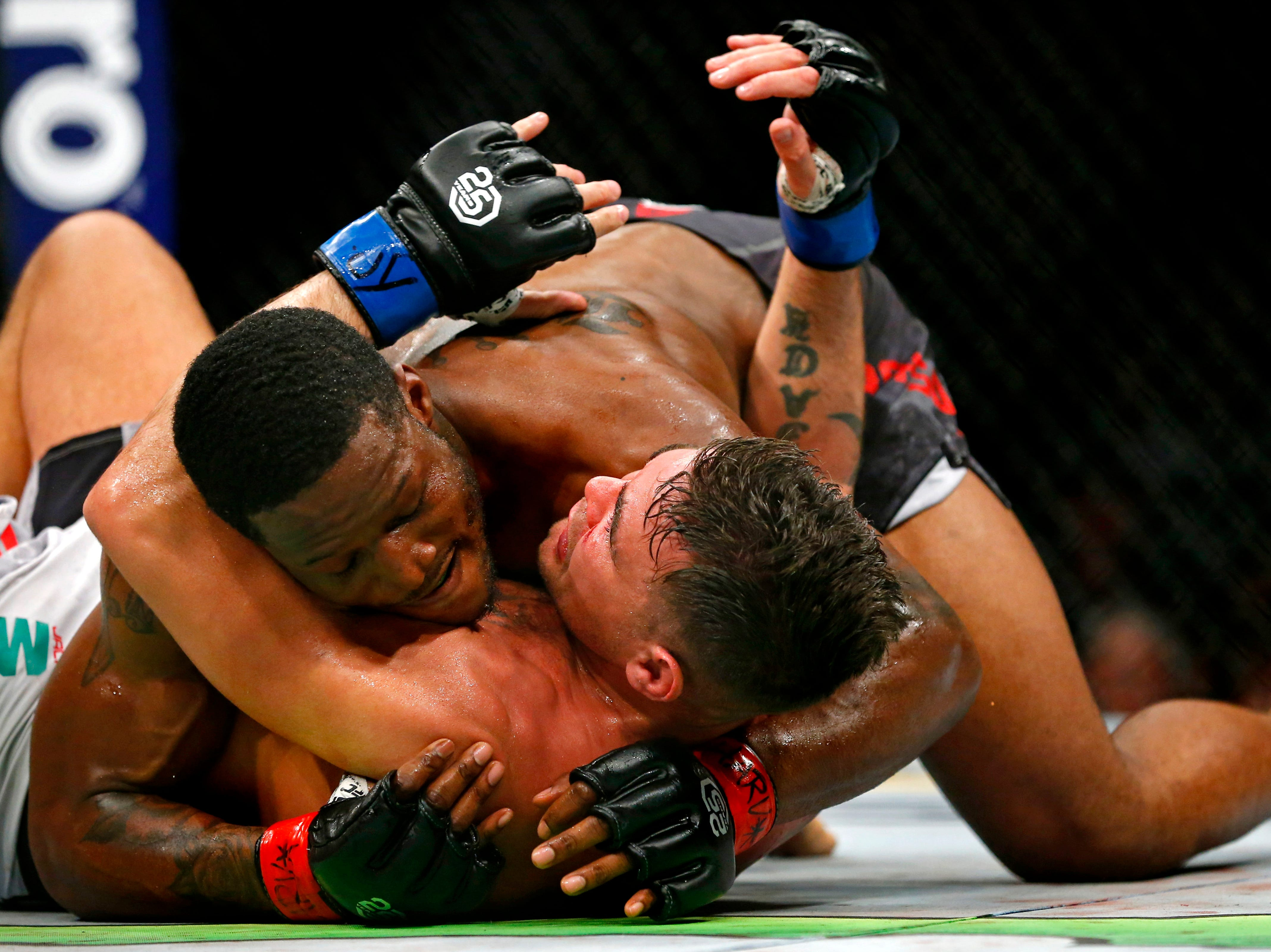 Karl Roberson (red gloves) fights Jack Marshman (blue gloves) during UFC 230 at Madison Square Garden.