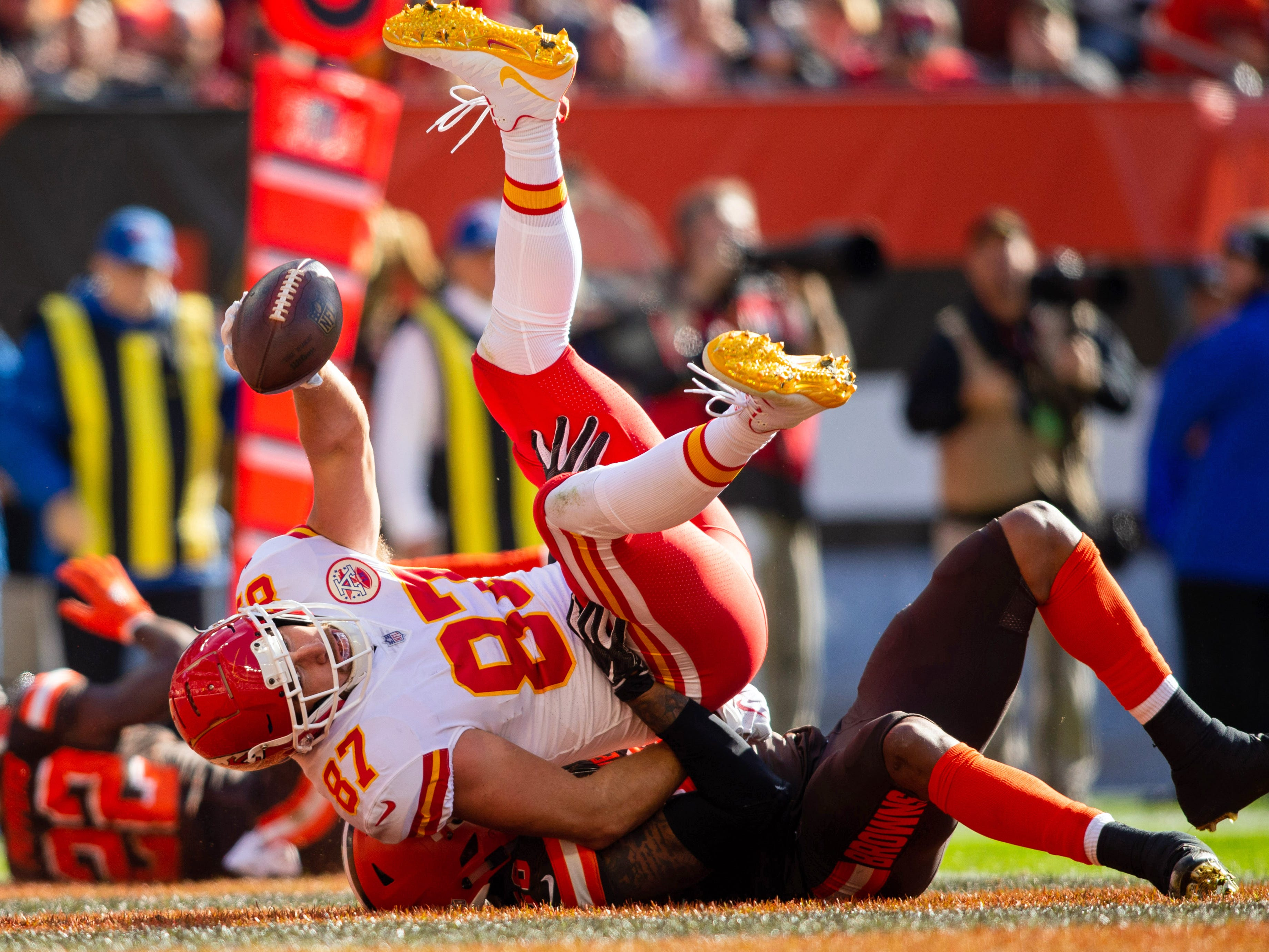 Kansas City Chiefs tight end Travis Kelce (87), in the grasp of Cleveland Browns outside linebacker Christian Kirksey (58), gets in for a second-quarter touchdown FirstEnergy Stadium. 2018114_jcd_bg7_070.JPG