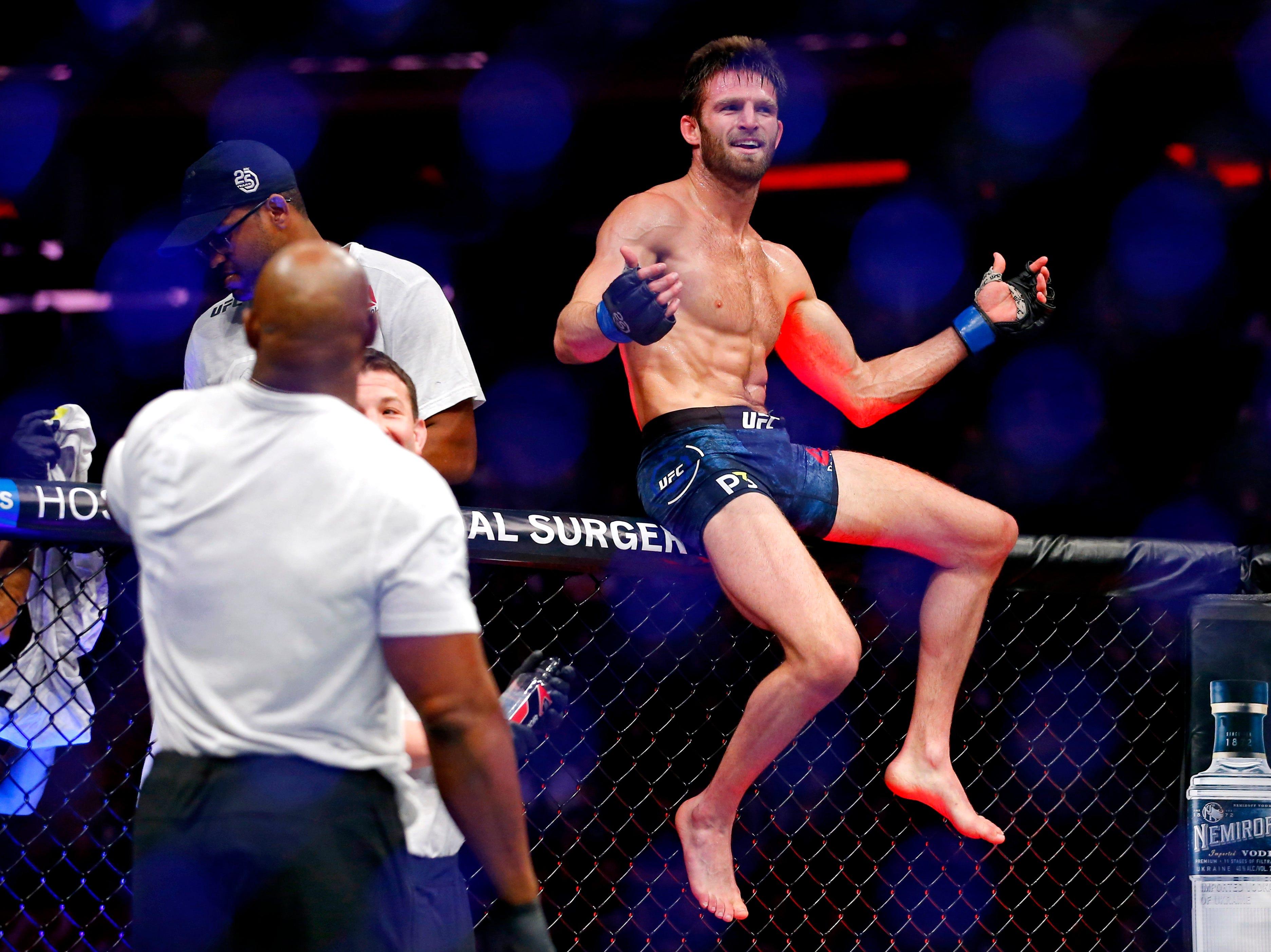 Jordan Rinaldi (blue gloves) celebrates beating Jason Knight (red gloves) during UFC 230 at Madison Square Garden.