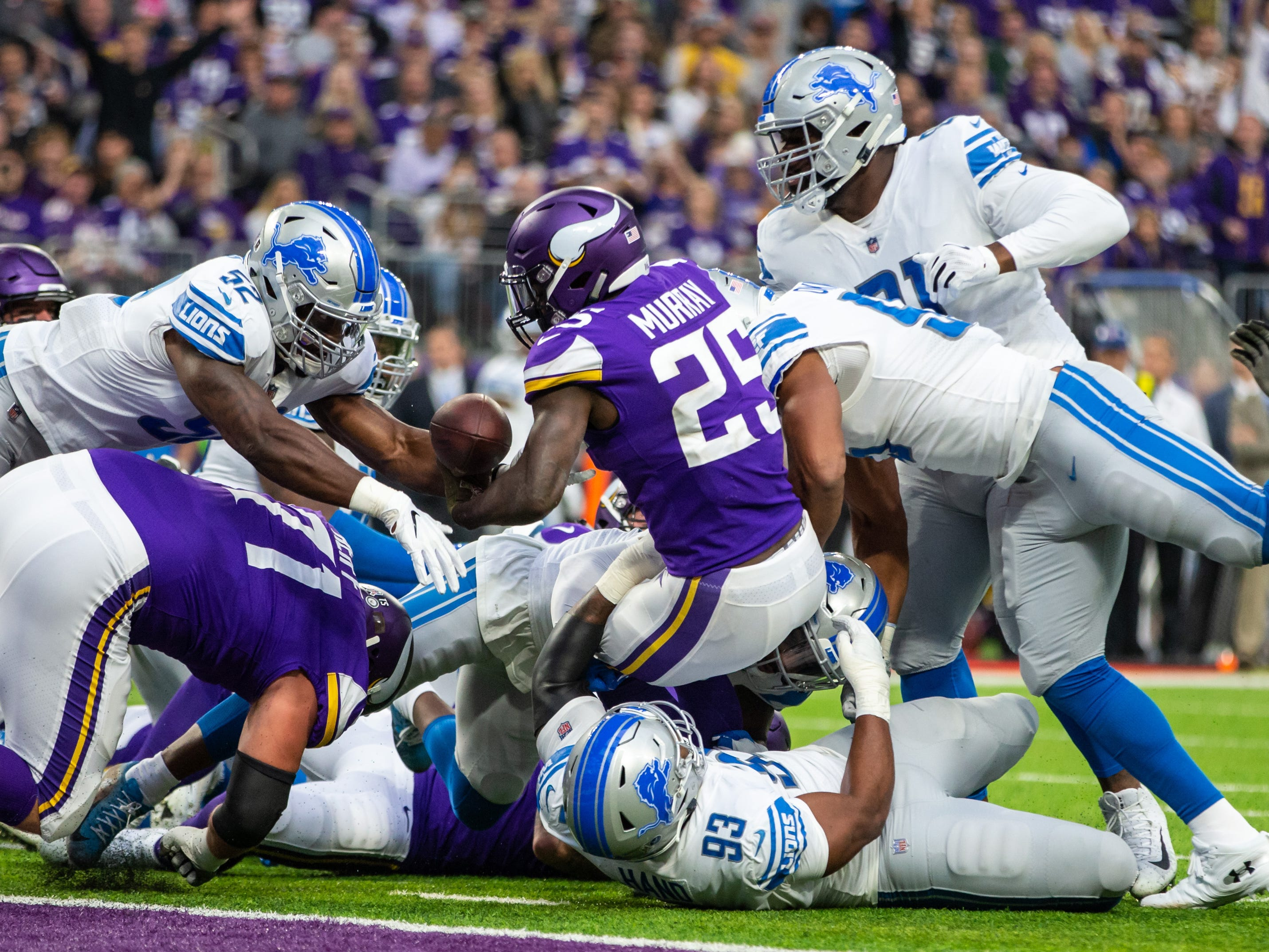 Minnesota Vikings running back Latavius Murray (25) finds the end zone during the first quarter against the Detroit Lions at U.S. Bank Stadium.
