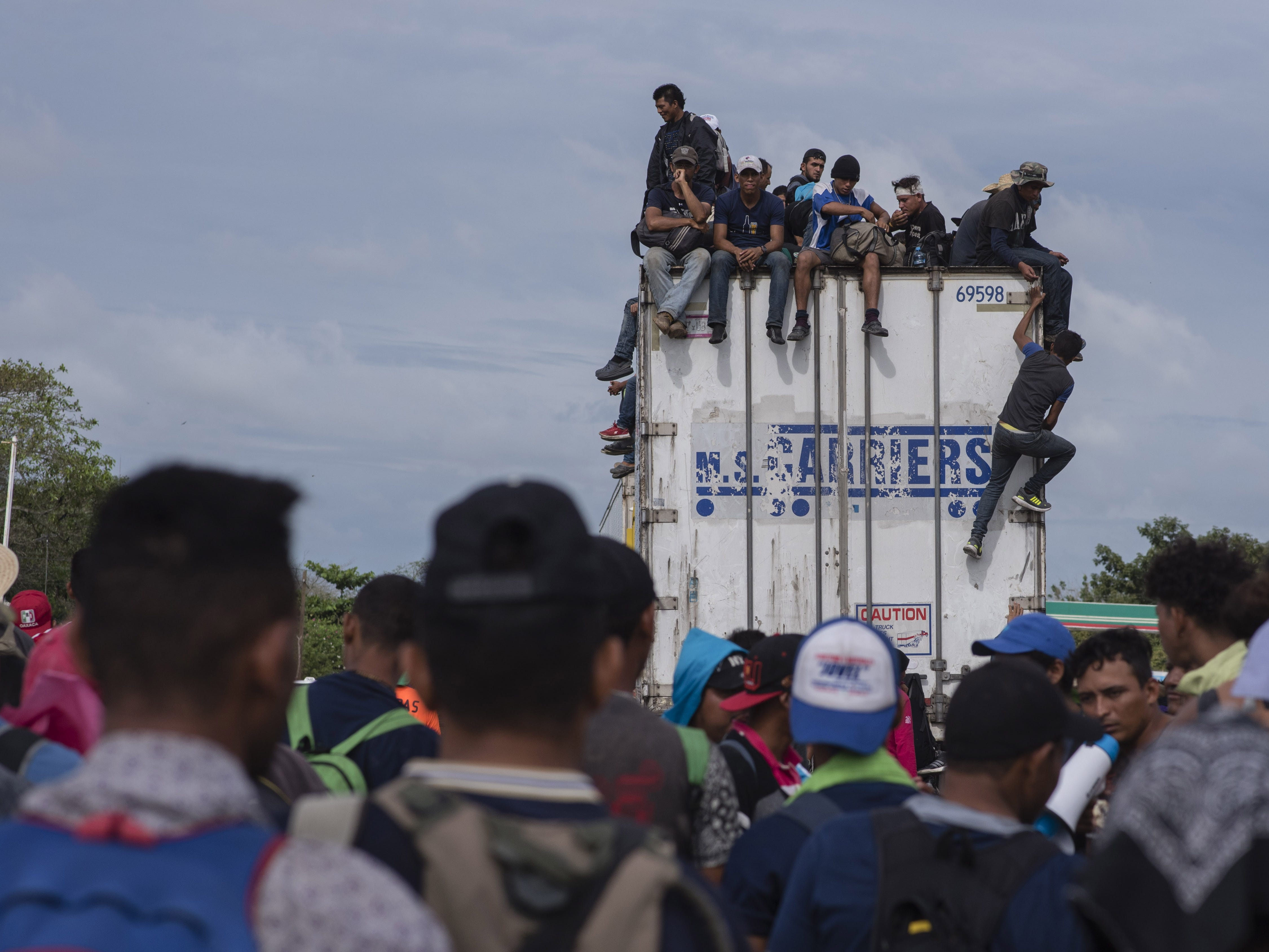 Members of the migrant caravan continue their journey to the United States through Ciudad Isla, state of Veracruz, Mexico, on Nov. 3, 2018.