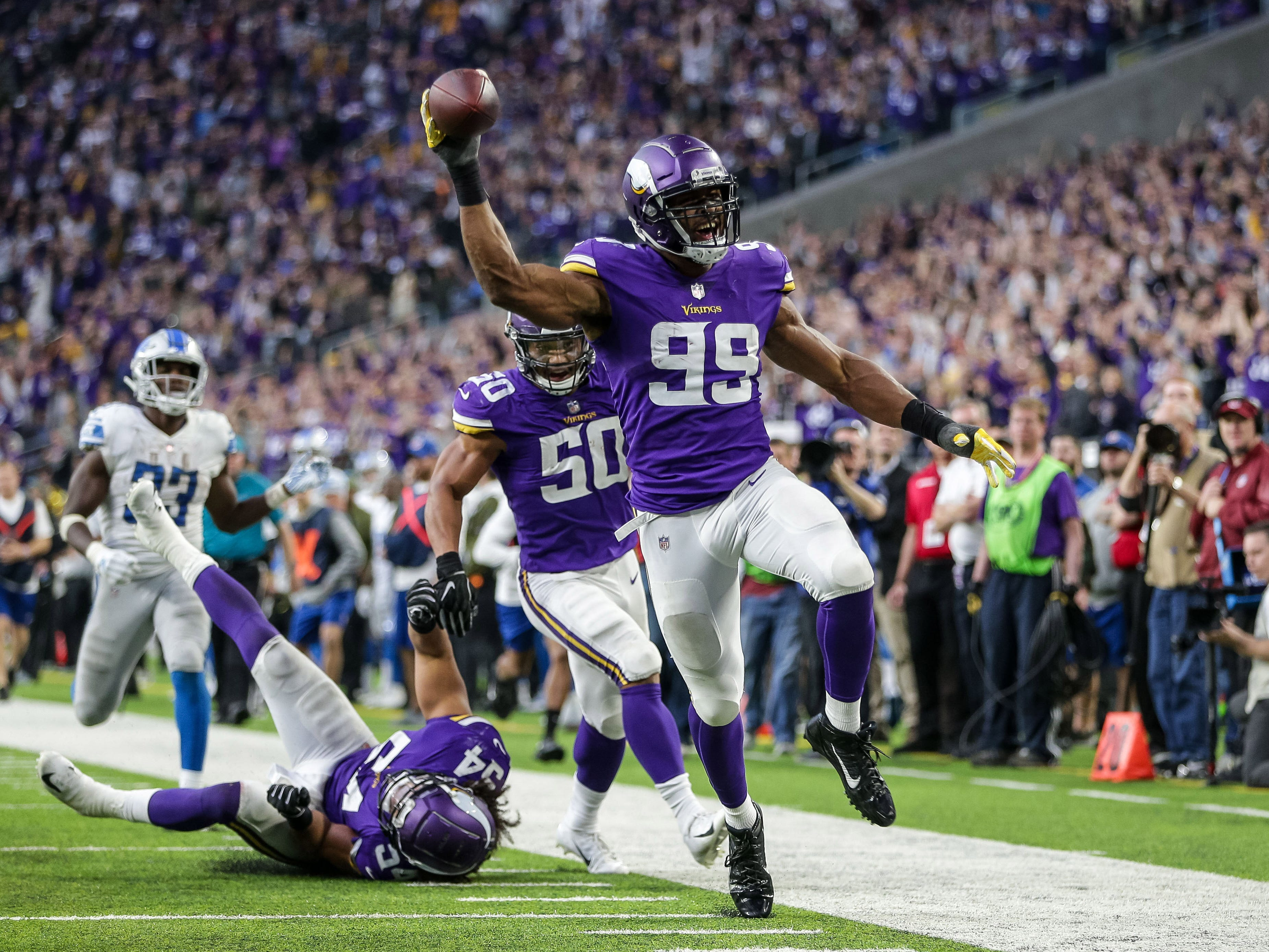 Minnesota Vikings defensive end Danielle Hunter (99) returns a fumble for a touchdown during the fourth quarter against the Detroit Lions at U.S. Bank Stadium.