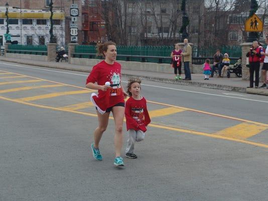 Santa Run 5k 2015 232 Jennaandavery