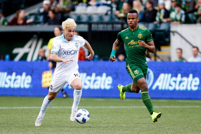 Seattle Sounders' Nicolas Lodeiro (10) goes on the attack against Portland Timbers defender Jeremy Ebobisse (17).
