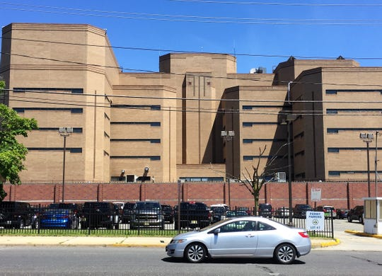 Ruling: Camden jail officer's behavior 'unprofessional and