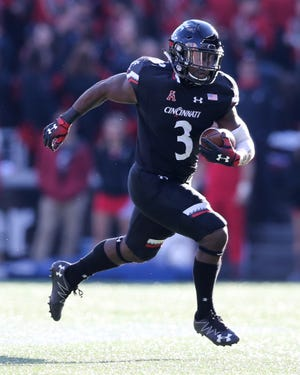 Cincinnati Bearcats running back Michael Warren II (3) carries the ball in the first quarter during a college football game between the Navy Midshipmen and the Cincinnati Bearcats, Saturday, Nov. 3, 2018, at Nippert Stadium in Cincinnati.