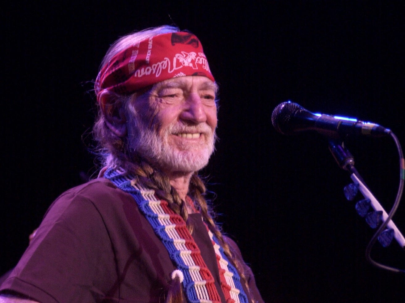 0913wnelson.mc -- Metro --  Willie Nelson performs on stage at the Tennessee Theatre in Knoxville in December 2003.