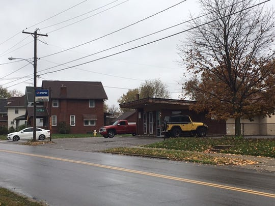 A barber was injured Monday at South Main Street Barber Shop when a customer's gun discharged and a bullet his the floor and shrapnel hit the barber in the hand, according to a Mansfield 911 tape.