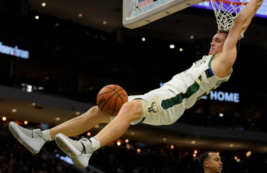 Pat Connaughton throws down a dunk against Sacramento Sunday afternoon at Fiserv Forum.