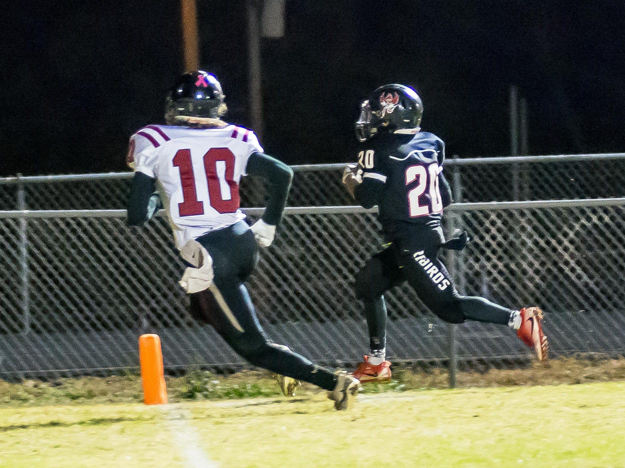 Iven Dayton runs in a 1-yard touchdown.