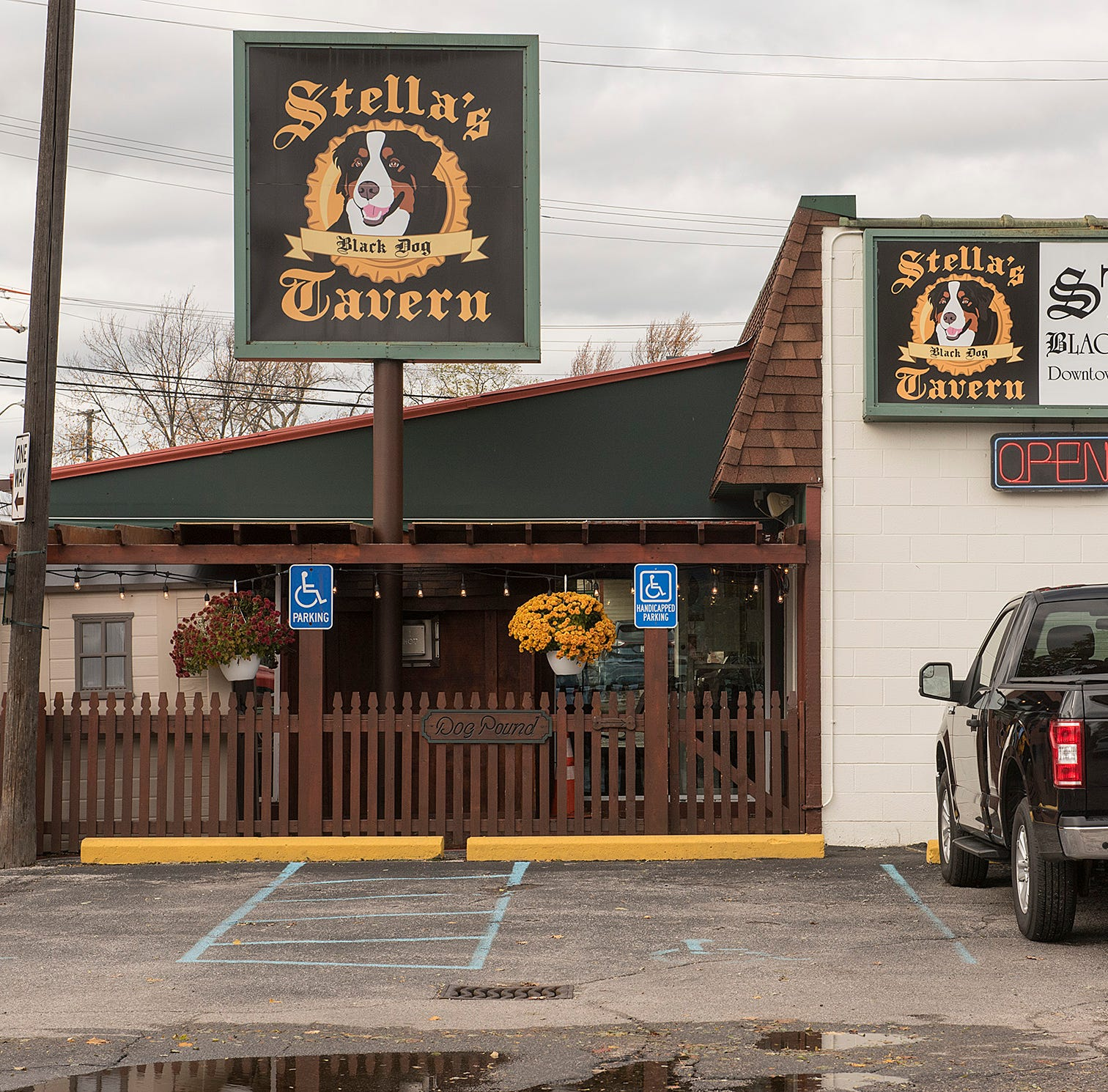 Stella's Black Dog Tavern stays put on Fralick, plans second location at Station 885