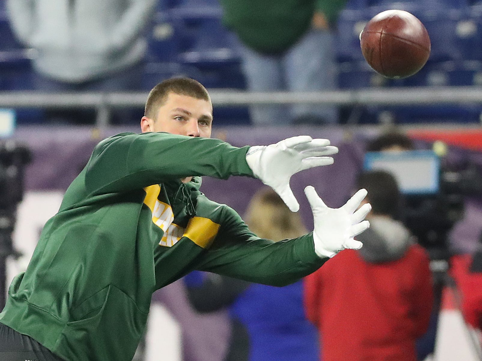 Green Bay Packers tight end Robert Tonyan (85) warms top before the game against the New England Patriots Sunday, November 4, 2018 at Gillette Stadium in Foxborough, Mass.