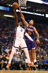 Nov 4, 2018; Phoenix, AZ, USA; Memphis Grizzlies guard Shelvin Mack (6) drives to the basket against Phoenix Suns forward Ryan Anderson (15) in the first half at Talking Stick Resort Arena.