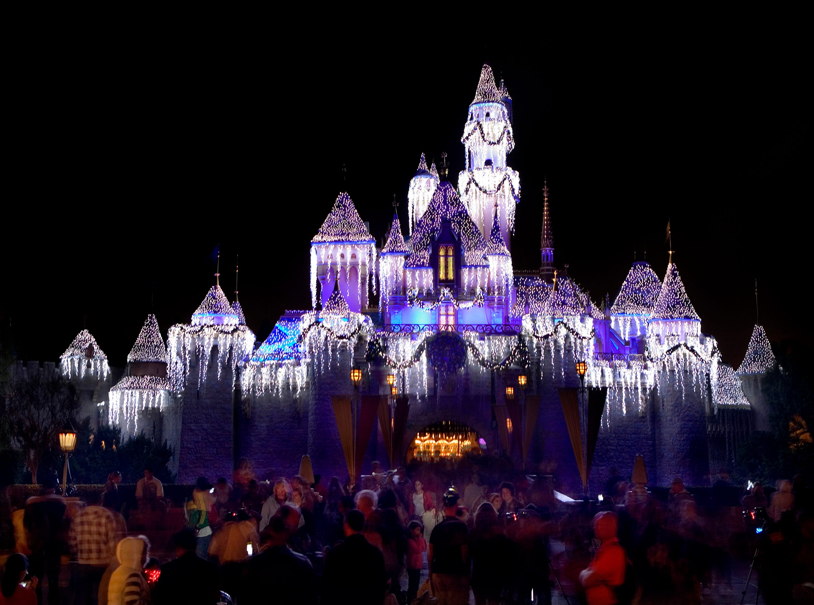 The 5 types of people who should visit Disneyland at Christmas. Are you one of them?