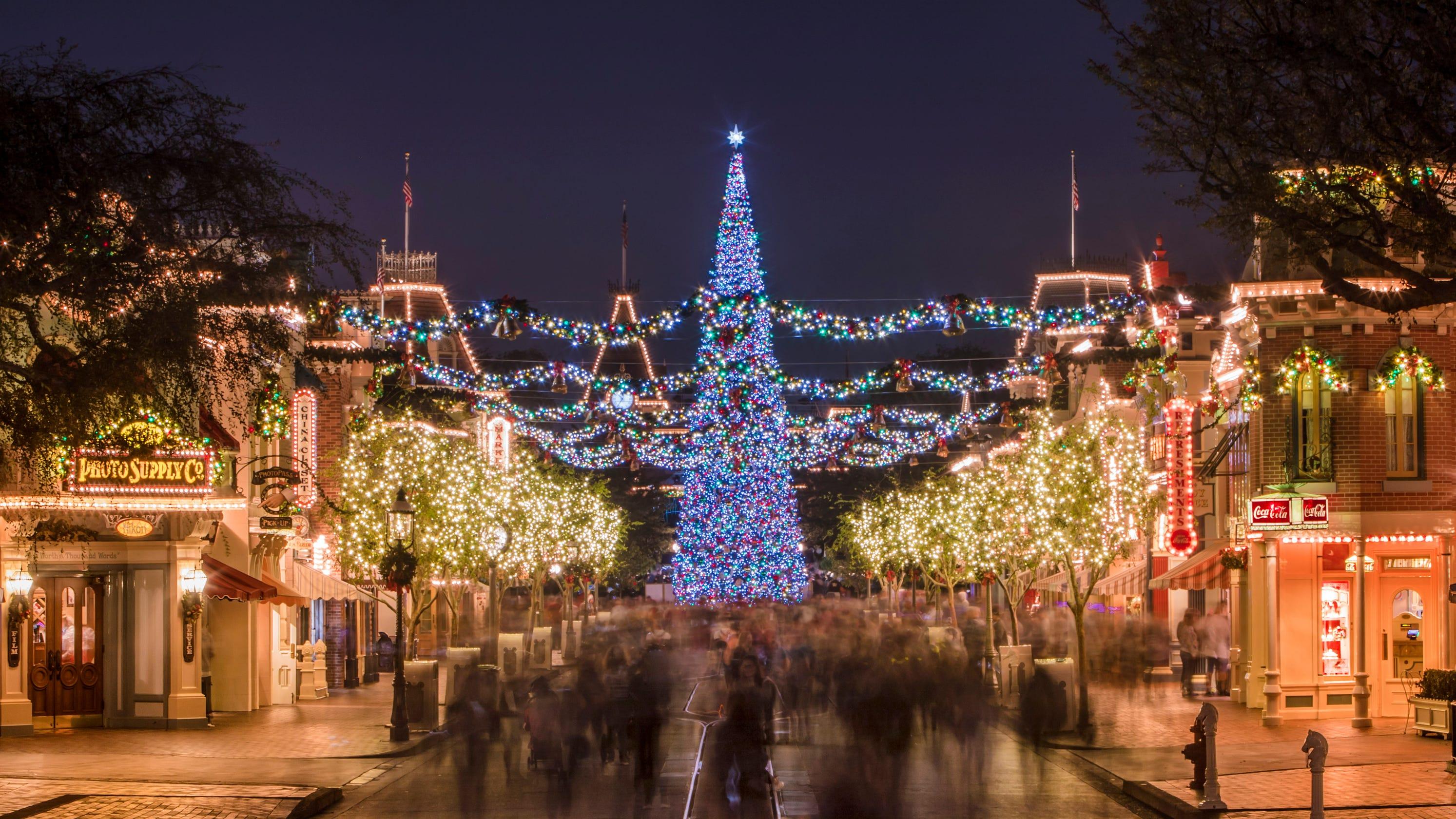 Disneyland During Christmas.5 Best Things About Disneyland Christmas
