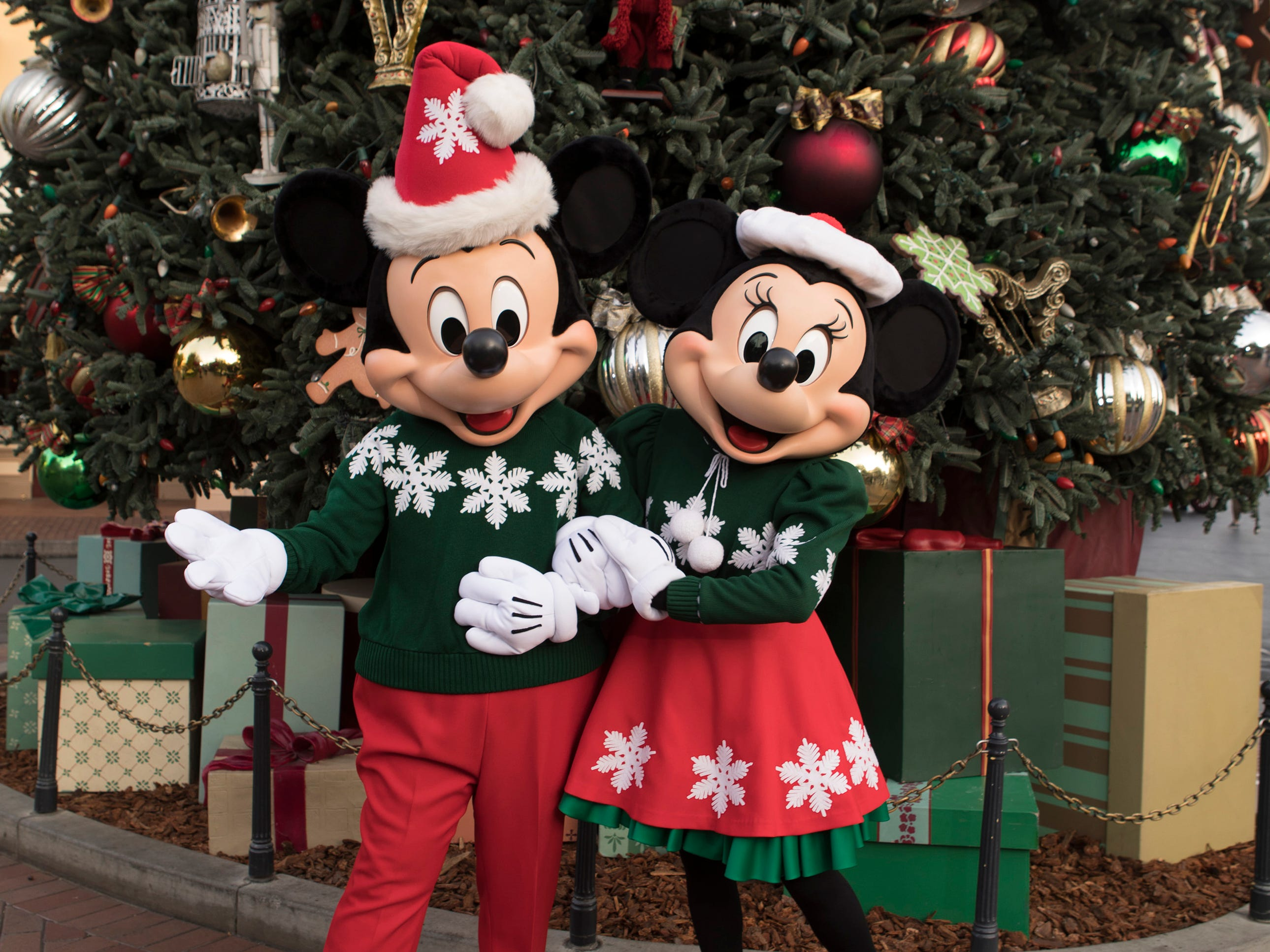 "Holidays at the Disneyland Resort returns Nov. 9, 2018 through Jan. 6, 2019, featuring seasonal offerings that include Festival of Holidays and ""Believe … in Holiday Magic"" fireworks spectacular, plus guest favorites including ""it's a small world"" Holiday and Haunted Mansion Holiday. Glistening Christmas trees and beautiful seasonal décor adorn the entire Disneyland Resort."