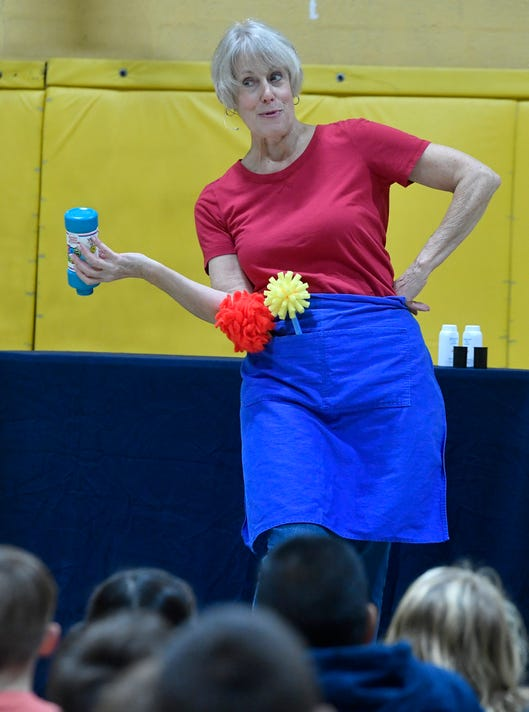 Puppeteer Shares Recycling Program With Students